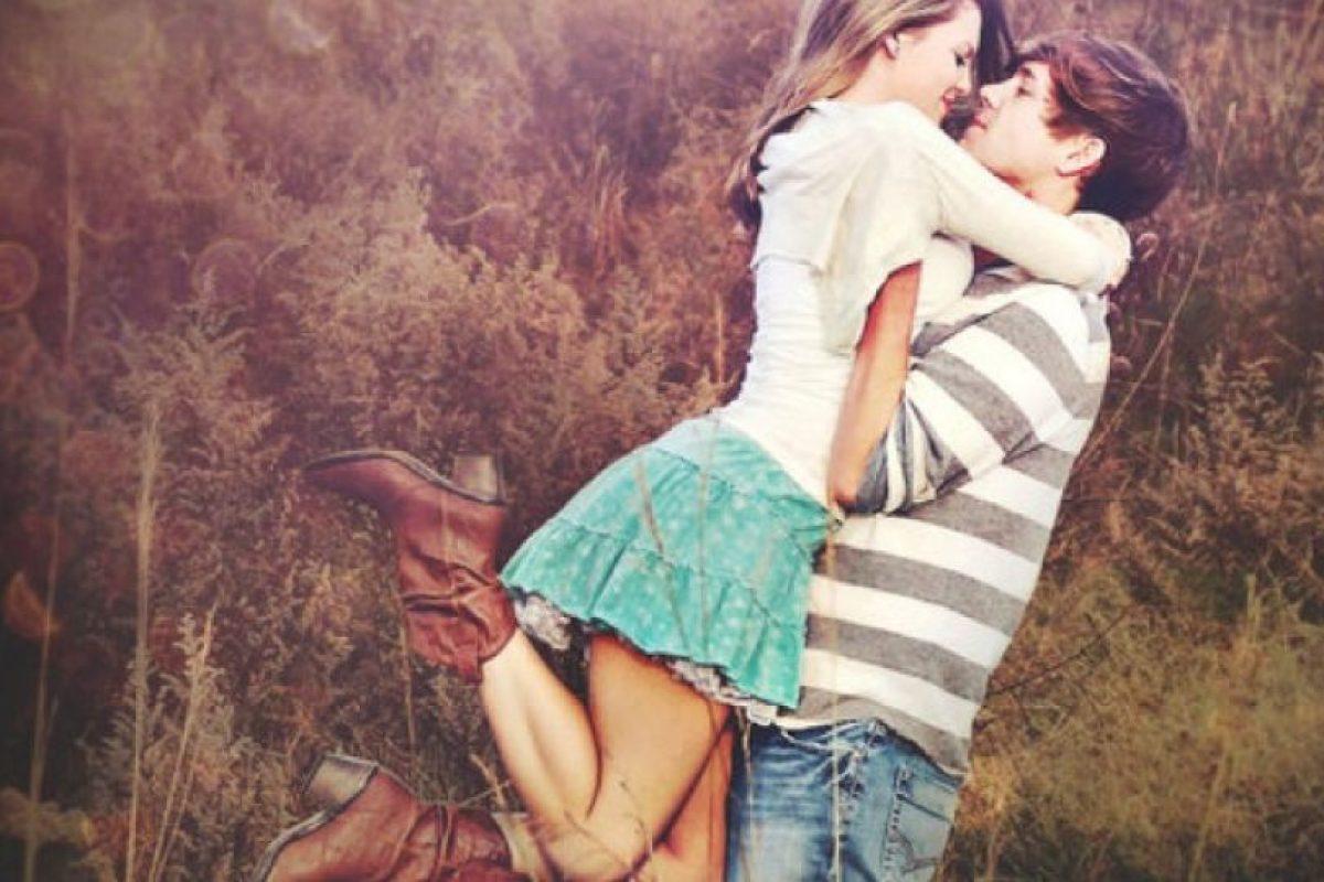 14. Les molesta cuando sale a divertirse con amigos o amigas. Foto:Tumblr.com/tagged-pareja-cursi. Imagen Por: