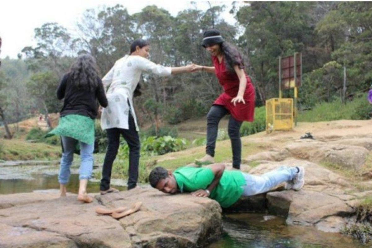 Las mujeres pisotean tu mundo. Literal Foto:Oddee. Imagen Por: