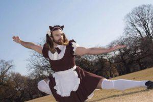 """Lo aman porque luce cómodamente estos trajes y tiene toda la actitud """"kawai"""". Y no se deja de ver masculino. Foto:Ladybeard/Facebook. Imagen Por:"""