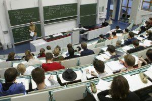 2. No falten los primeros días, ya que conocerán los métodos de evaluación, quiénes son sus profesores, entre otras cosas. Foto:Getty Images. Imagen Por: