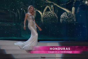 Miss Honduras dejó ver su sorpresa cuando casi se resbala. Foto:Miss Universe.com. Imagen Por: