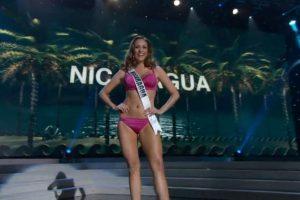 Miss Nicaragua por poco cae al piso mientras giraba. Foto:Miss Universe.com. Imagen Por: