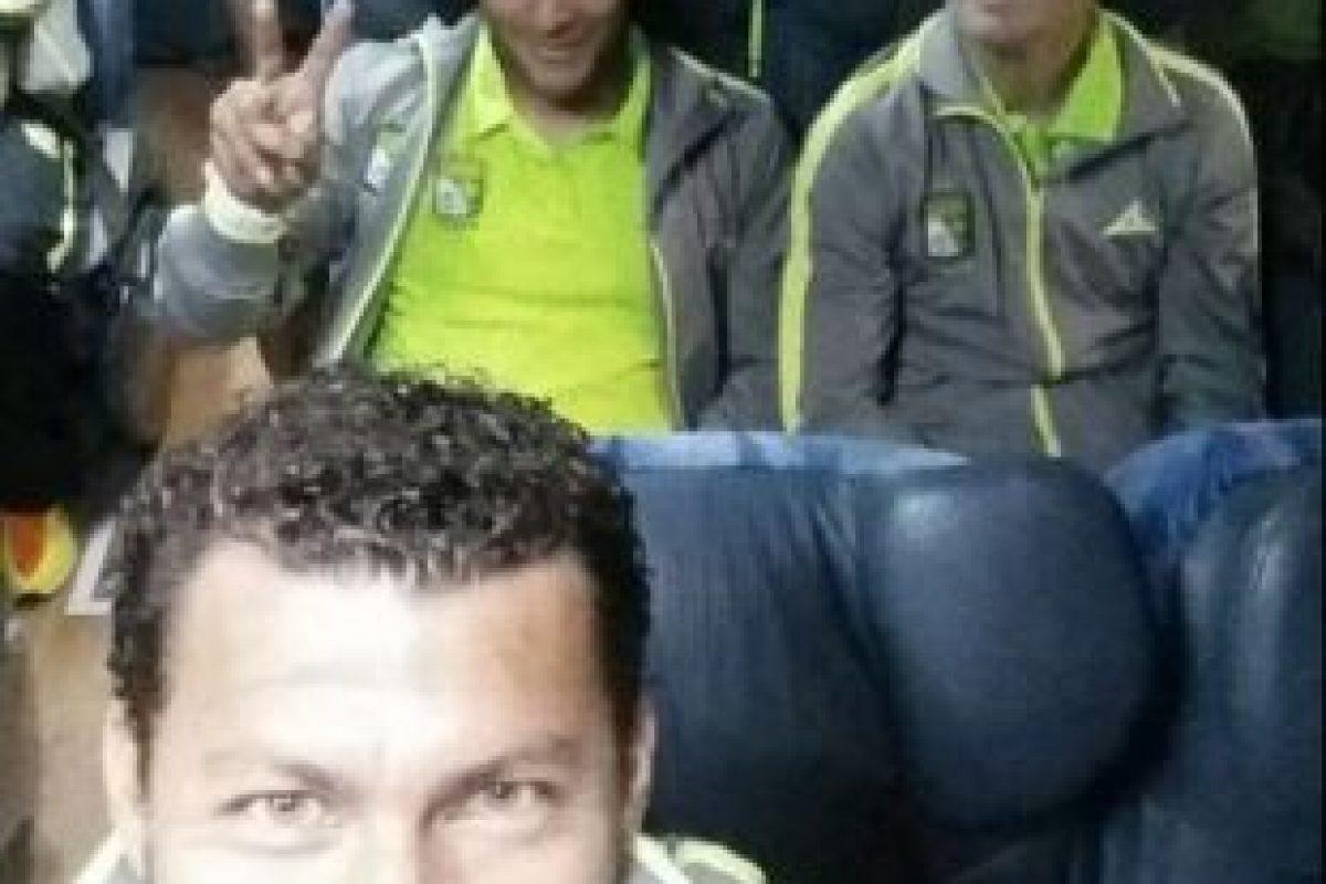 El delantero azteca también aseguró que nunca jugaría en el América, pues debutó en Chivas Foto:Twitter: @sabah_miguel. Imagen Por: