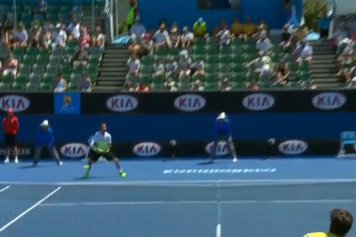 La pelota pegó en el recogebolas Foto:Youtube: Australian Open TV. Imagen Por: