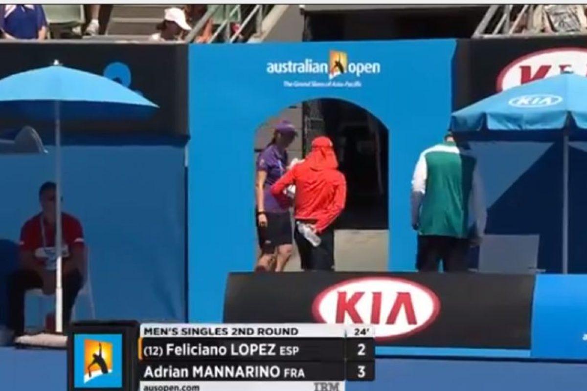 Pero al final, el joven tuvo que retirarse de la cancha Foto:Youtube: Australian Open TV. Imagen Por: