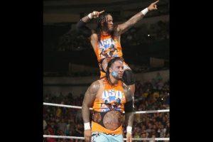 Se enfrentarán a los campeones Usos Foto:WWE. Imagen Por:
