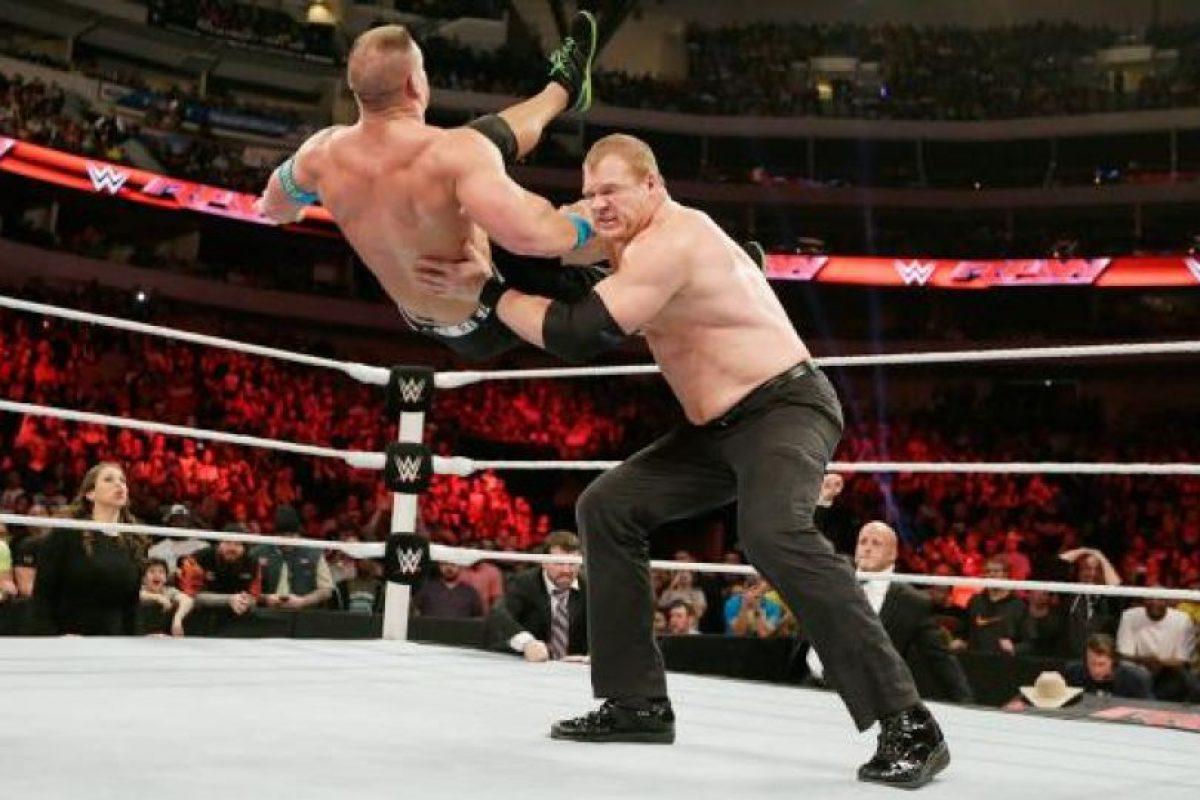 Cuenta con mucha experiencia en este tipo de peleas Foto:WWE. Imagen Por: