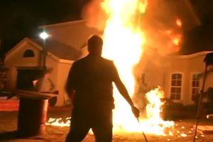 Y hace fiestas salvajes Foto:Mike Busey /Youtube. Imagen Por:
