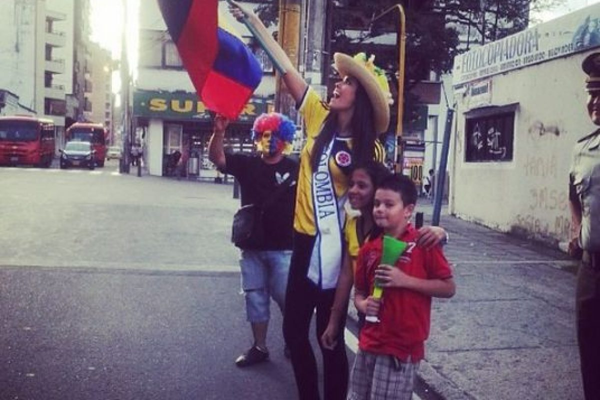 Salió a las calles a festejar los triunfos de su selección Foto:Instagram: @paulinavegadiep. Imagen Por: