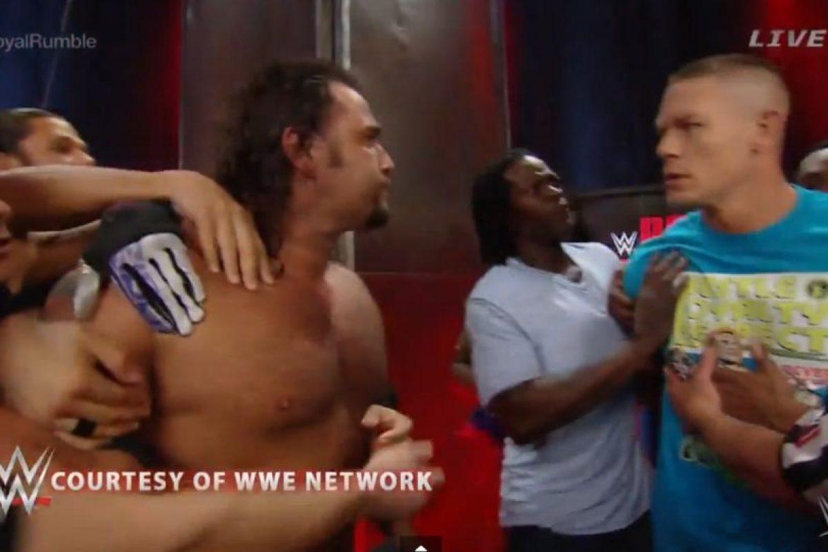 Y otras superestrellas los tuvieron que separar Foto:WWE. Imagen Por: