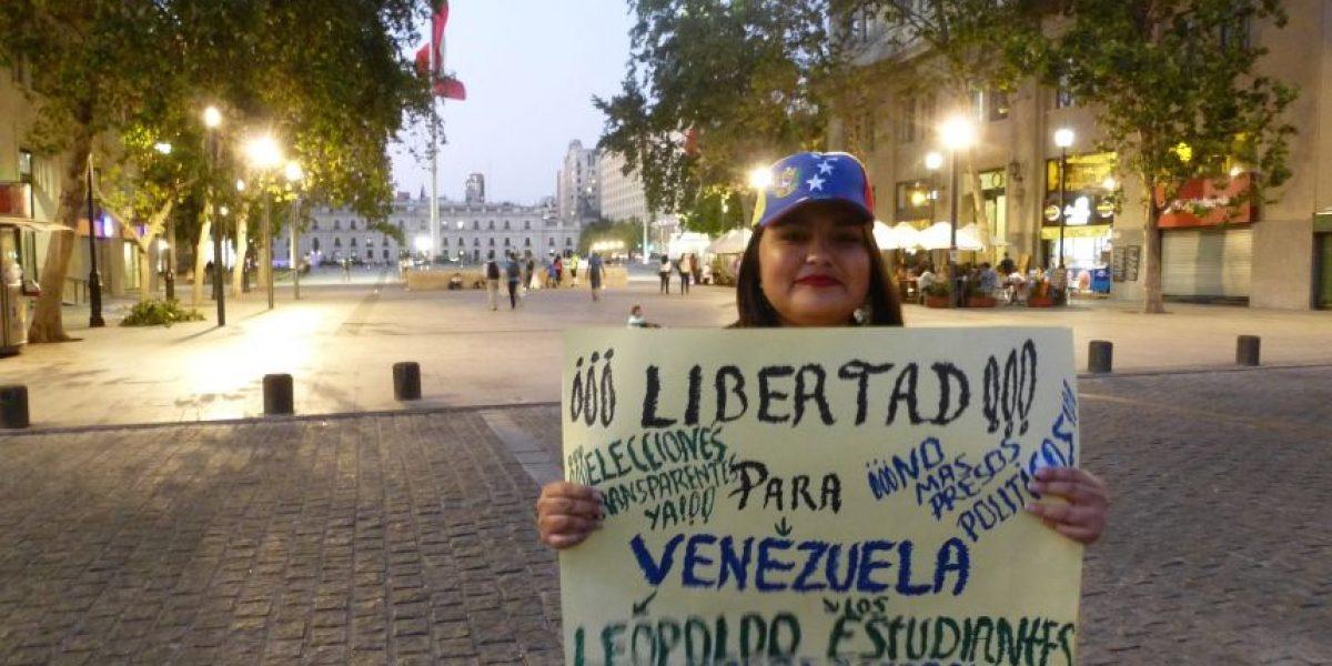 La trastienda de la velatón protagonizada por la comunidad venezolana en el Paseo Bulnes
