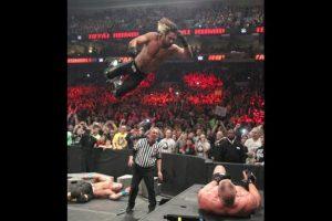 Brock Lesnar retuvo el título Foto:WWE. Imagen Por: