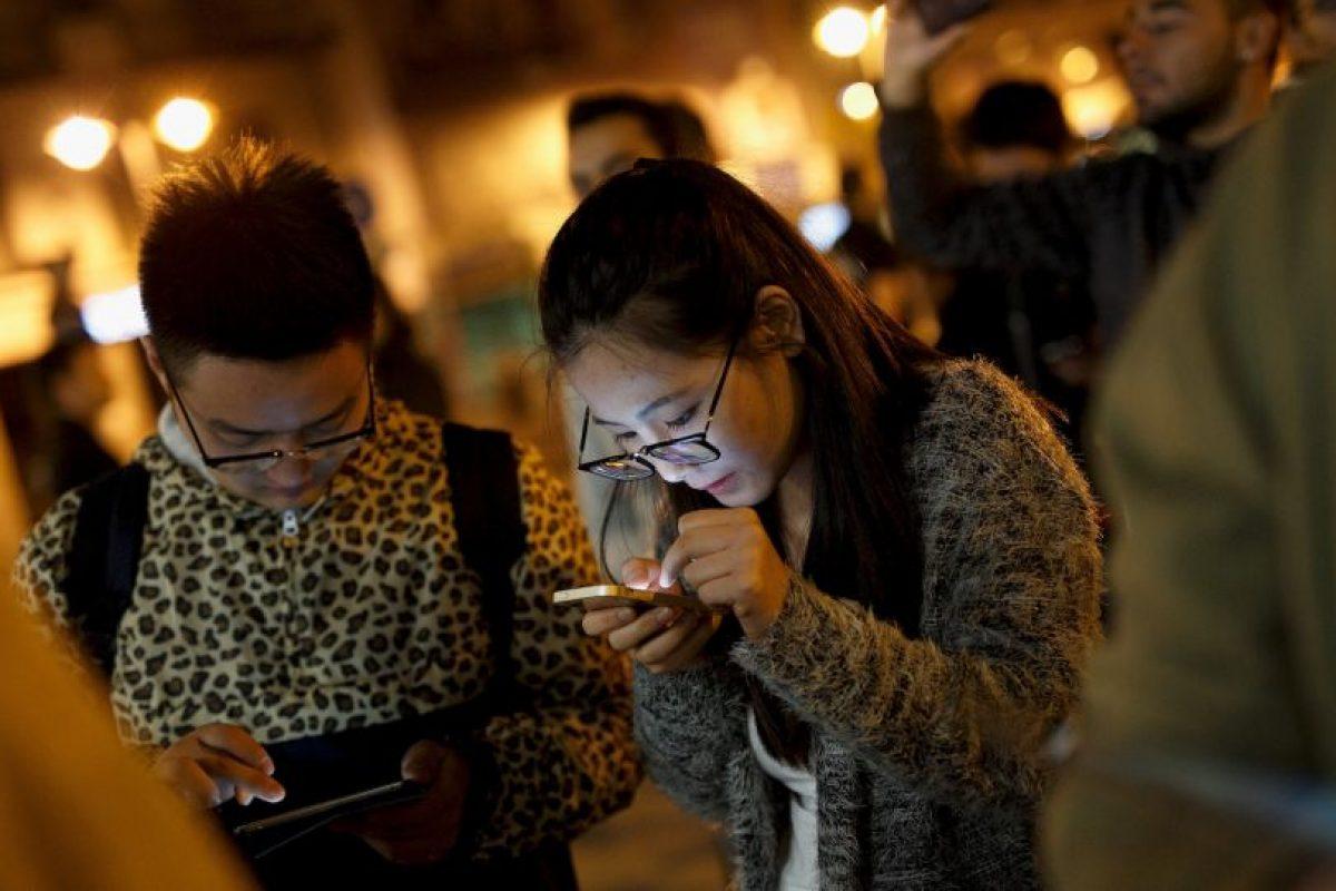 4. Buscan tomarse selfies en pareja para subirlas a sus redes sociales. Se preocupan porque ambos se vean bien en la foto especial. Foto:Getty Images. Imagen Por: