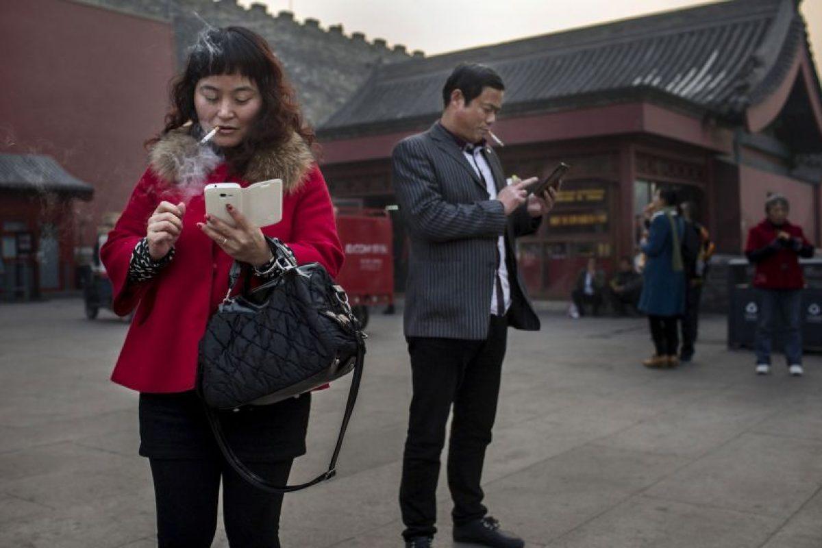 """7. La timidez es superada con ayuda de las páginas de citas y las redes sociales como """"Tinder"""" Foto:Getty Images. Imagen Por:"""