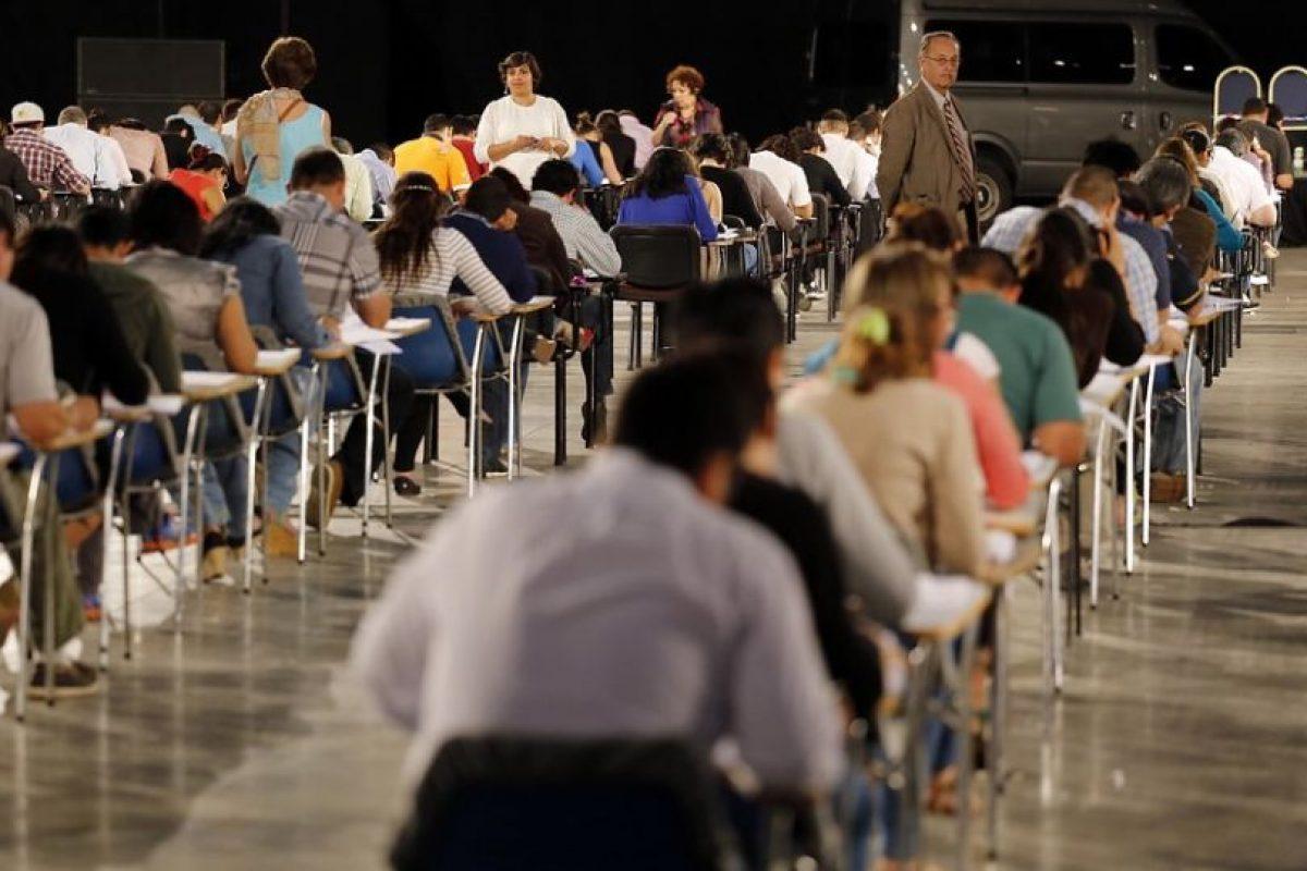 El 17 de diciembre, estudiantes de de medicina, nacionales y extranjeros rindieron el examen. Foto:Agencia UNO. Imagen Por: