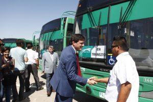 El ministro de Transportes y Telecomunicaciones, Andrés Gómez-Lobo, presentó la nueva flota de buses del Transantiago, realizado en la Elipse del Parque O'Higgins. Foto:Agencia UNO. Imagen Por: