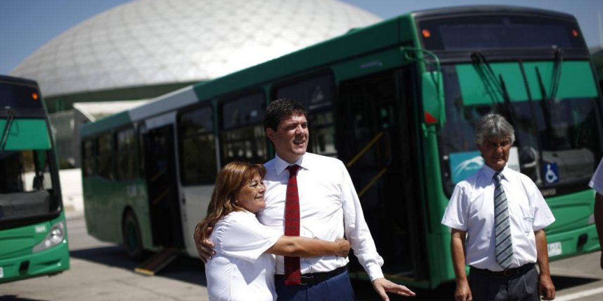 Ministro de Transportes presenta los 197 nuevos buses que se incorporarán al Transantiago