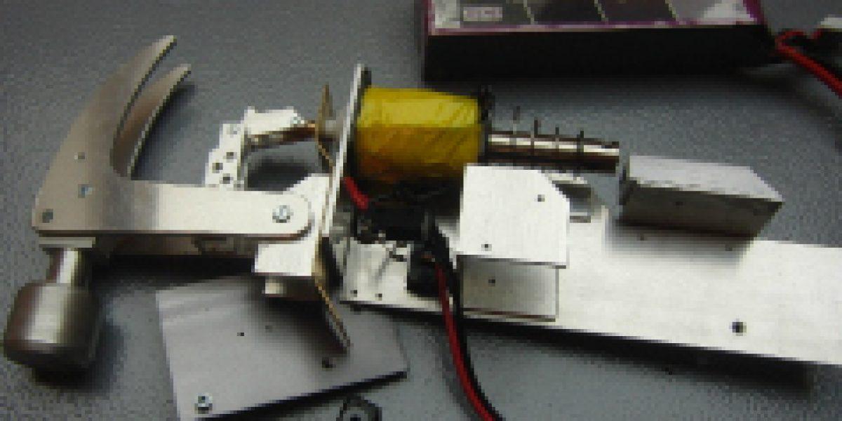 ¿Se hará millonario con su invento? Geek construye réplica del martillo eléctrico de Homero Simpson