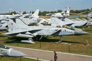1. MiG-31E Foxhound. Velocidad máxima de Mach 2,83 (3.466,9 km/h) Foto:Wikimedia. Imagen Por: