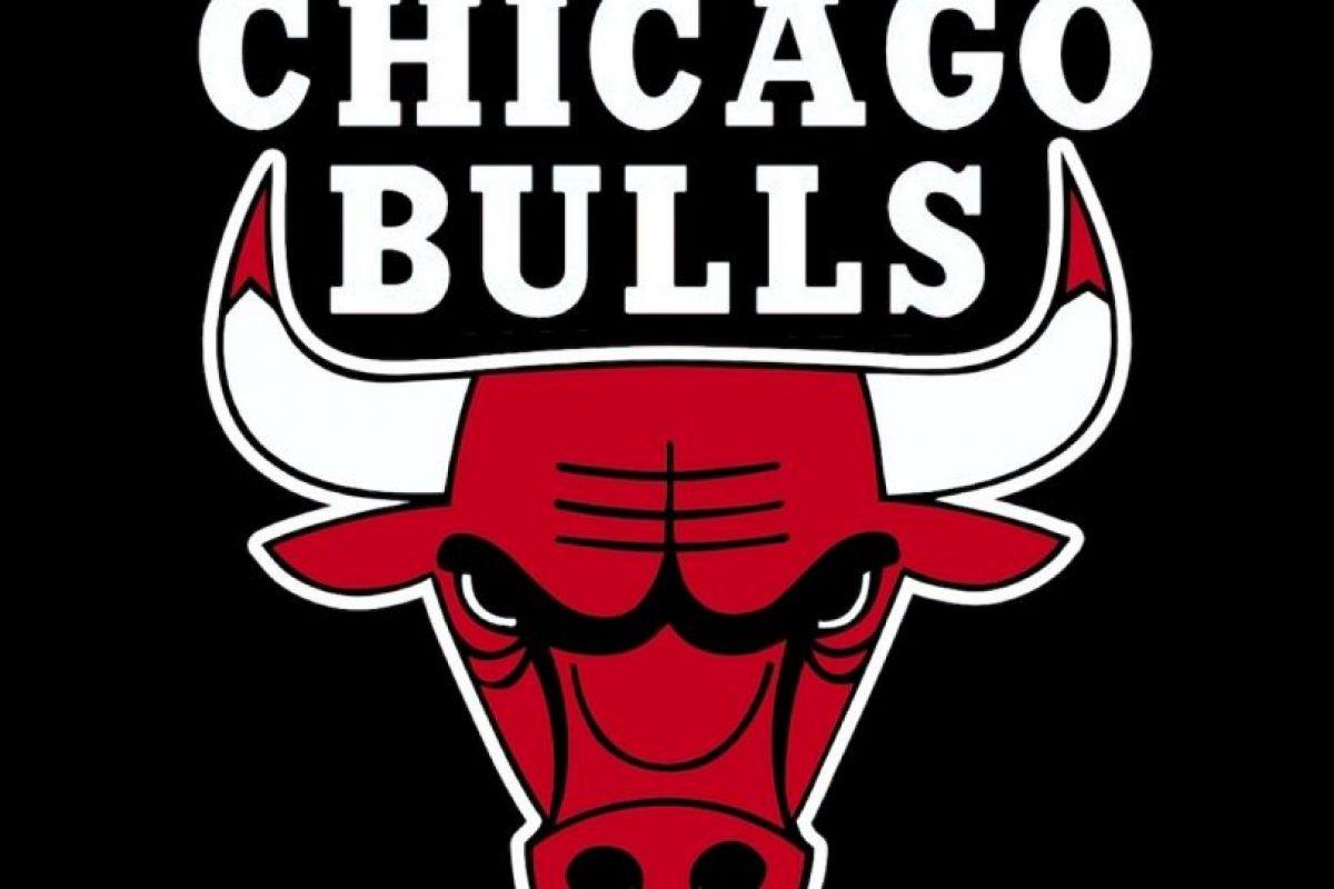 """De hecho, era todo satánico, incluso los símbolos. Si uno volteaba el logo de """"Chicago Bulls"""" era alguien oficiando misa negra. Foto:Captura de Pantalla. Imagen Por:"""