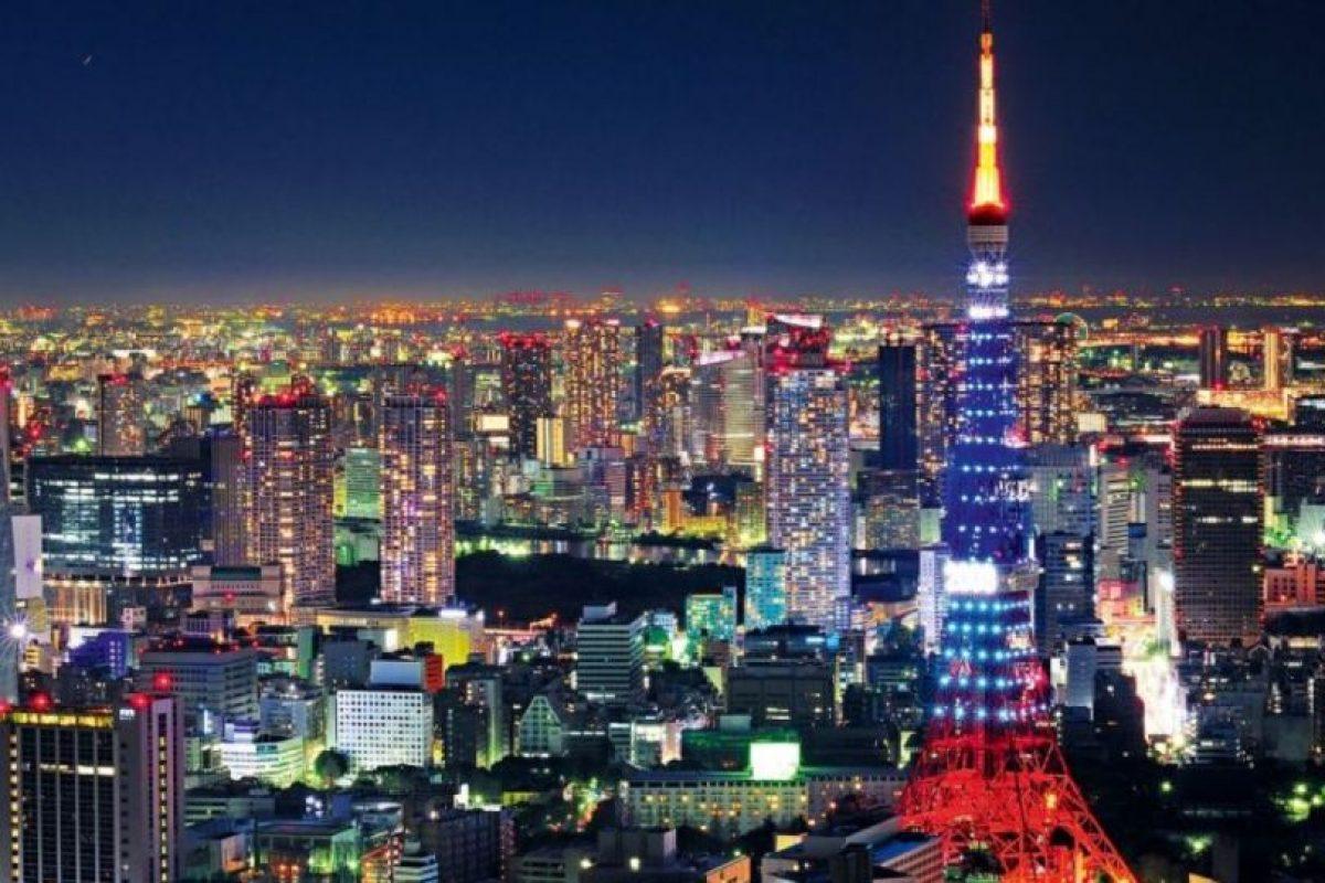 """""""Afinados en Tokio"""" (Tune in Tokyo): Una persona manipula los pezones de la otra al estilo de una radio. No se sabe de dónde viene el nombre de la ciudad. Foto:Wikipedia. Imagen Por:"""