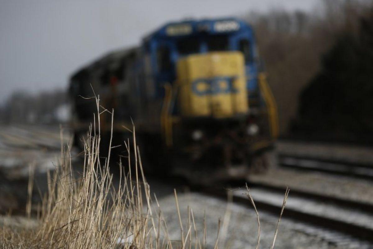 Un grupo de universitarios deseaban estar tan cerca del tren como fuera posible. Foto:Getty Images. Imagen Por: