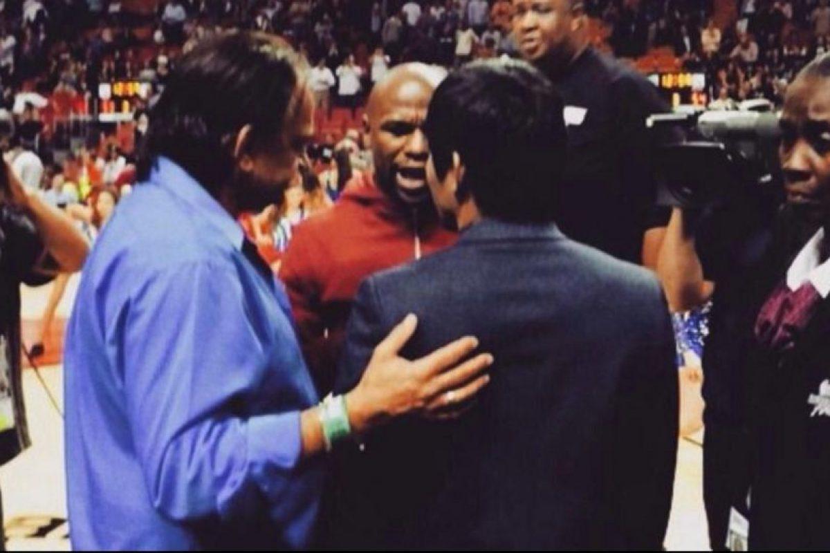 Floyd y Manny tuvieron una pequeña conversación. Foto:Twitter. Imagen Por: