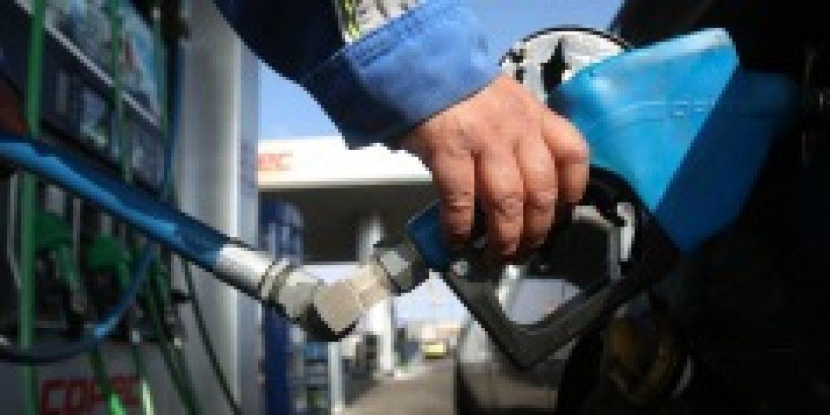 Vuelven a bajar las bencinas: Ya van 14 descensos consecutivos y será hasta $5 por litro