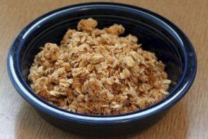 3. Granola. Una taza contiene 450 calorías, equivalente a más de cuatro chocolates pequeños. Además, a la mayoría de los productos con granola se les agrega importantes cantidades de azúcar. Foto:Tumblr.com/Tagged-granola. Imagen Por: