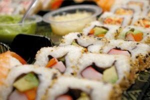 5. Sushi. Un rollo de sushi tiene entre 290 y 350 calorías, además tiene tantos carbohidratos que equivale a comerse entre dos y cuatro panes. Foto:Tumblr.com/Tagged-sushi. Imagen Por: