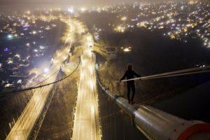 Esta mujer en el puente Foto:BoredPanda. Imagen Por: