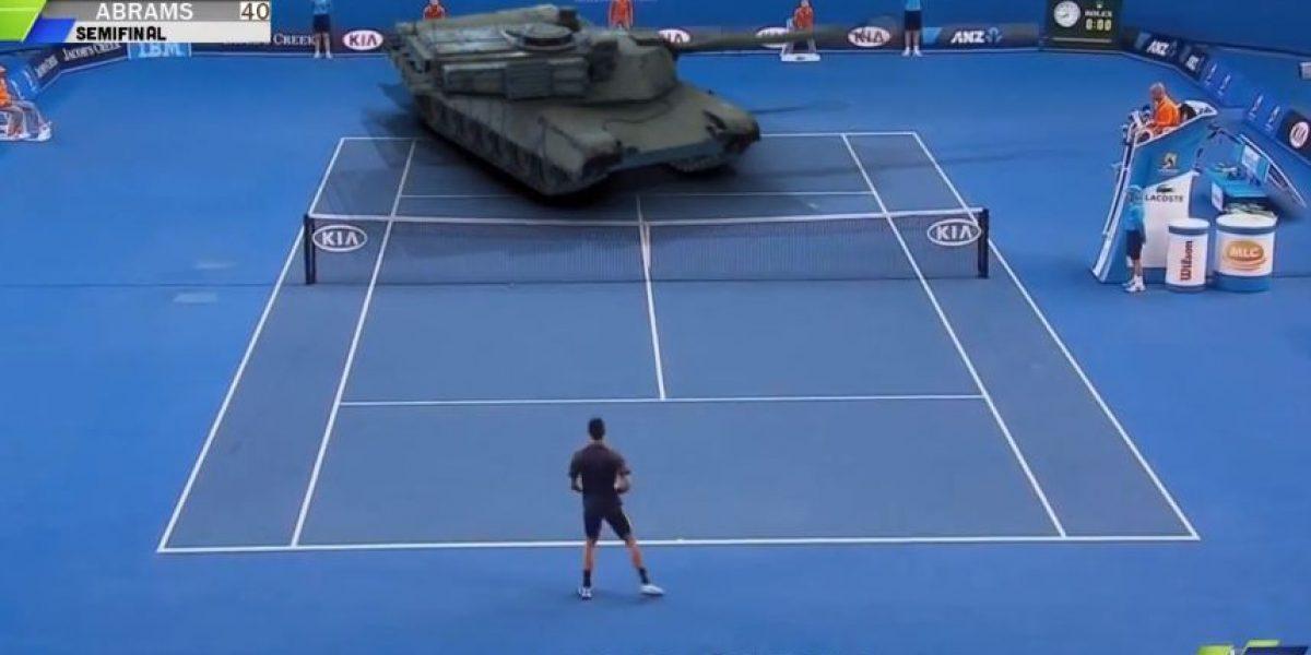 VIDEO: WTF! Djokovic se enfrenta con un tanque de guerra en cancha de tenis
