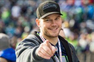 El actor luce prendas de los actuales campeones de la NFL Foto:Getty. Imagen Por: