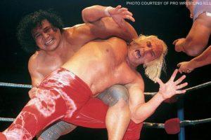 El Gran Jefe. Peter Maivia fue uno de los primeros luchadores samoanos en triunfar en la lucha libre Foto:WWE. Imagen Por: