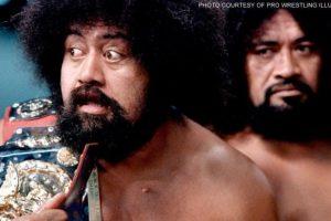 Afa y Sika formaron a los Wild Samoans; son miembros del Salón de la Fama Foto:WWE. Imagen Por: