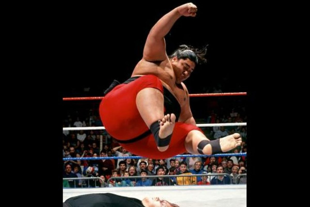 Yokozuna era primo de The Headshrinkers Foto:WWE. Imagen Por: