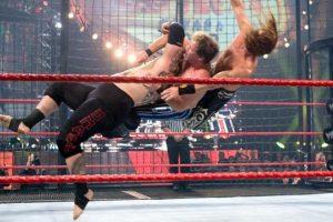 La zambullida Samoana es un movimiento en el que se han especializado los Anoa'i Foto:WWE. Imagen Por: