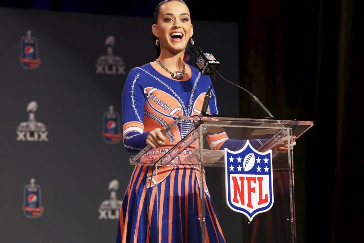 Así se presentó la cantante a la conferencia, antes de su presentación en el partido entre Patriotas y Nueva Inglaterra Foto:Getty. Imagen Por:
