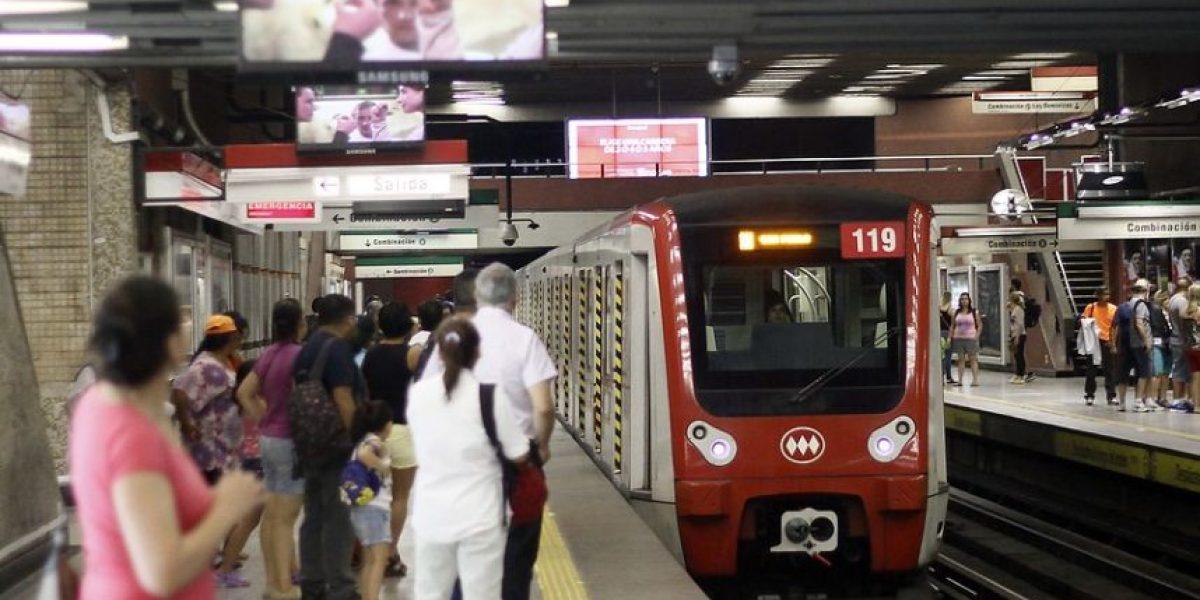 Reportan corte de electricidad en las líneas 1 y 5 del Metro de Santiago