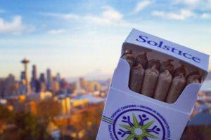 La empresa Solstice lanzó un souvenir de marihuana medicinal en el marco del partido más esperado de la temporada Foto:Twitter: @solsticegrown. Imagen Por: