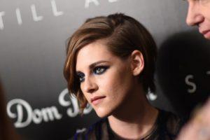 Aunque siempre está yendo y viniendo, la actriz sigue viviendo con sus padres. Foto:Getty Images. Imagen Por: