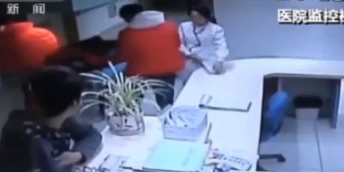 VIDEO: Médico y familiar de paciente pelean y mueren en un hospital