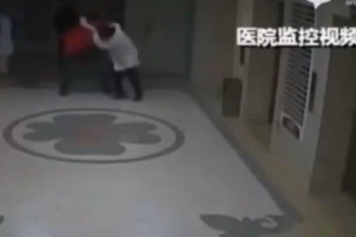 Jia se defendió y siguió la pelea. Foto:Liveleak. Imagen Por: