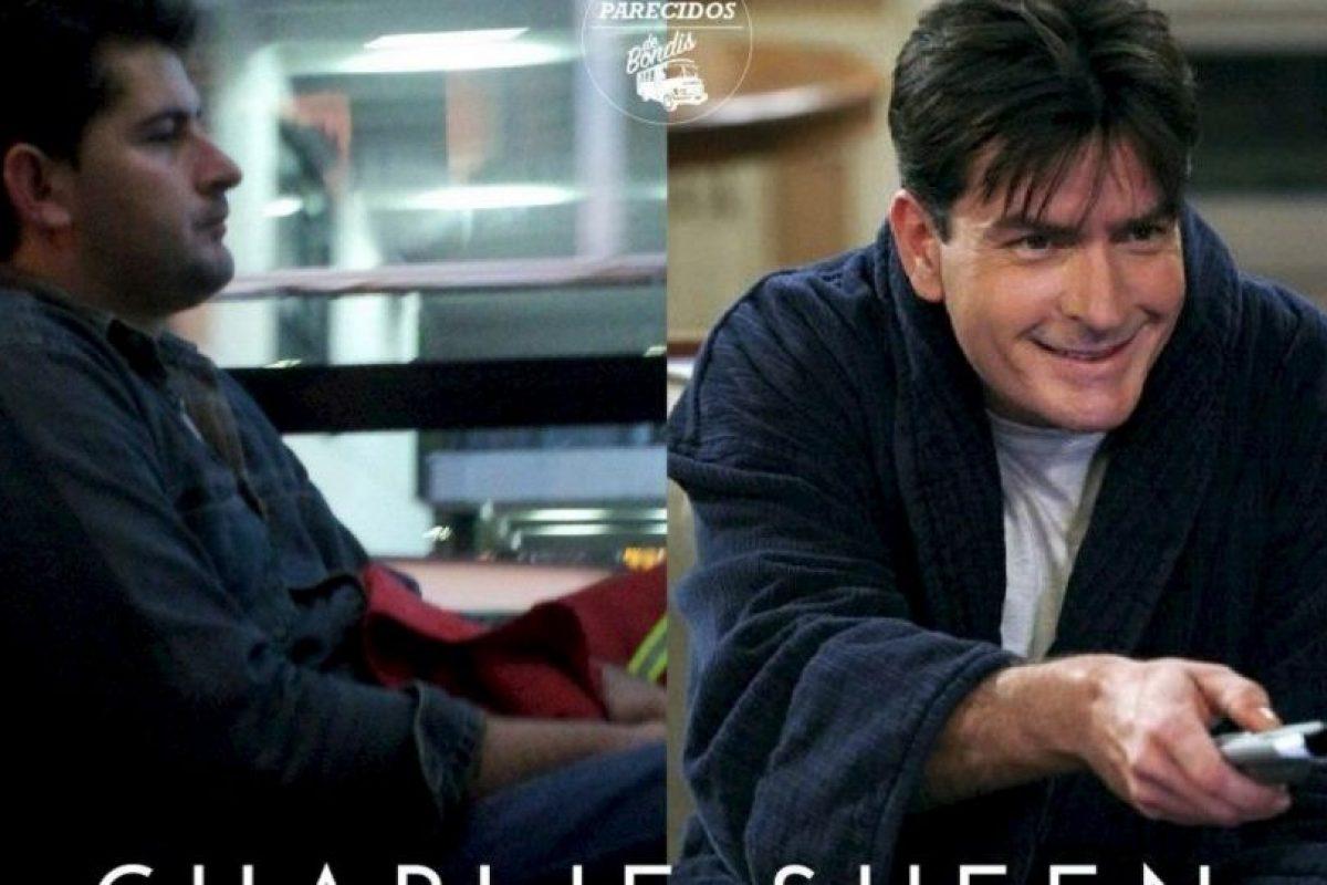 Charlie Sheen Foto:Parecidos De Bondis/Facebook. Imagen Por: