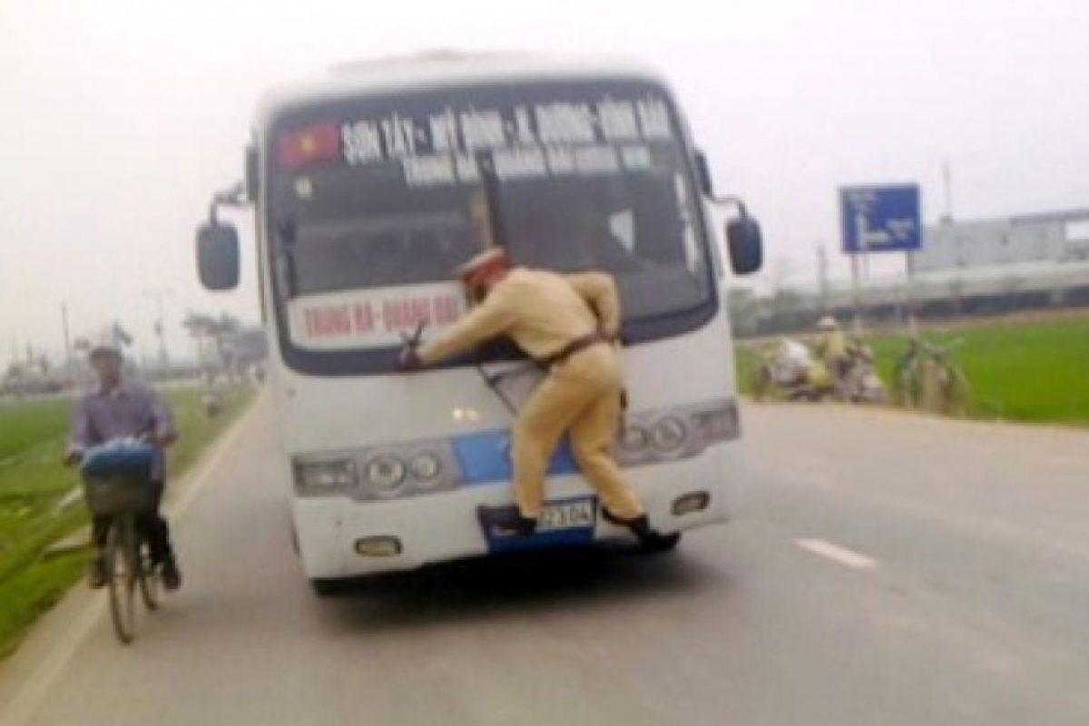 ¡No lo intenten al salir de casa! Foto:Tumblr.com/tagged/fail- transporte. Imagen Por: