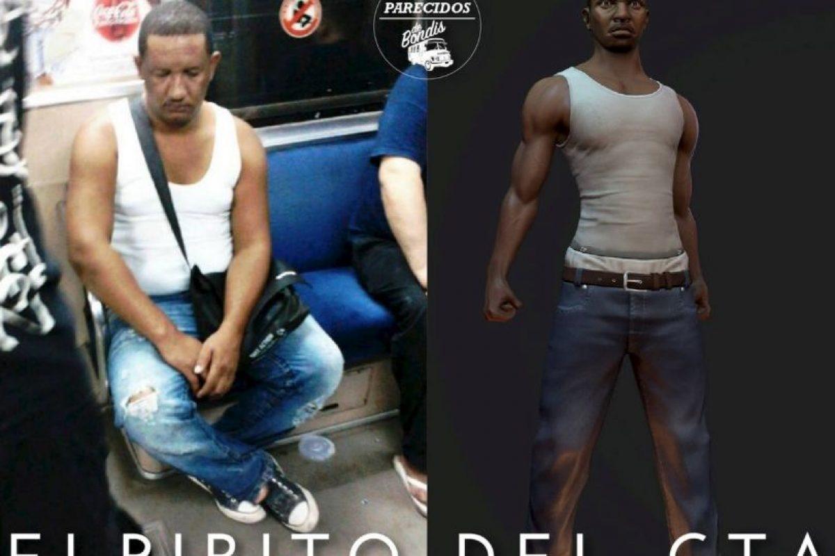 """El ladrón de """"Grand Theft Auto"""" Foto:Parecidos De Bondis/Facebook. Imagen Por:"""