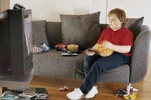 2. Incrementa la creatividad. Si cambiamos la tv por una caminata tendremos buenos resultados. Foto:Tumblr.com/Tagged- tv-adicto. Imagen Por: