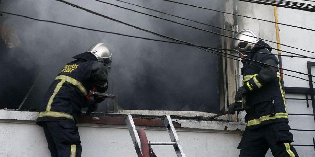 Feroz incendio termina con la vida de un adulto mayor en Talca