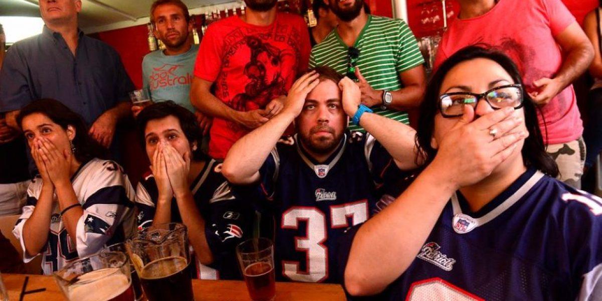 (FOTOS) Estadounidenses en Chile gozaron el Super Bowl XLIX entre hamburguesas y cervezas