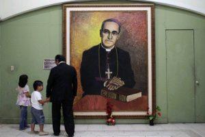 Los actos litúrgicos de su entierro se interrumpieron a causa de la detonación de una bomba Foto:AFP. Imagen Por: